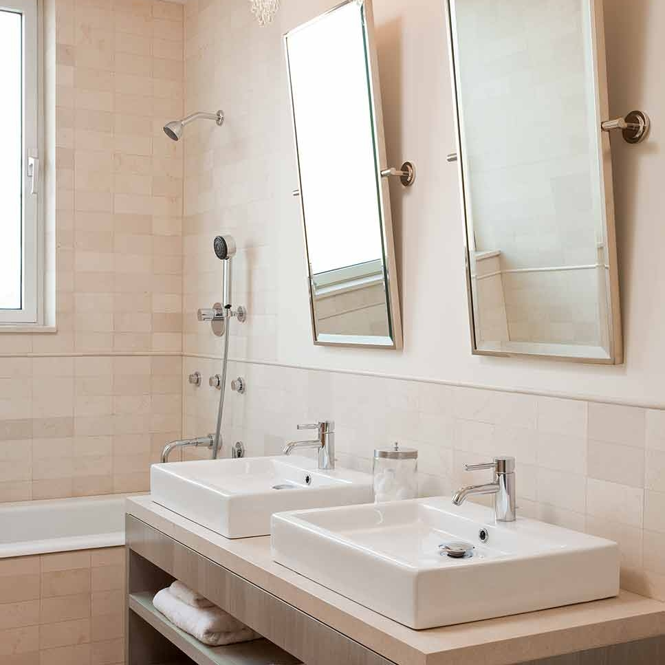 Five ways to achieve great bathroom lighting – Blog by Darci Hether New York
