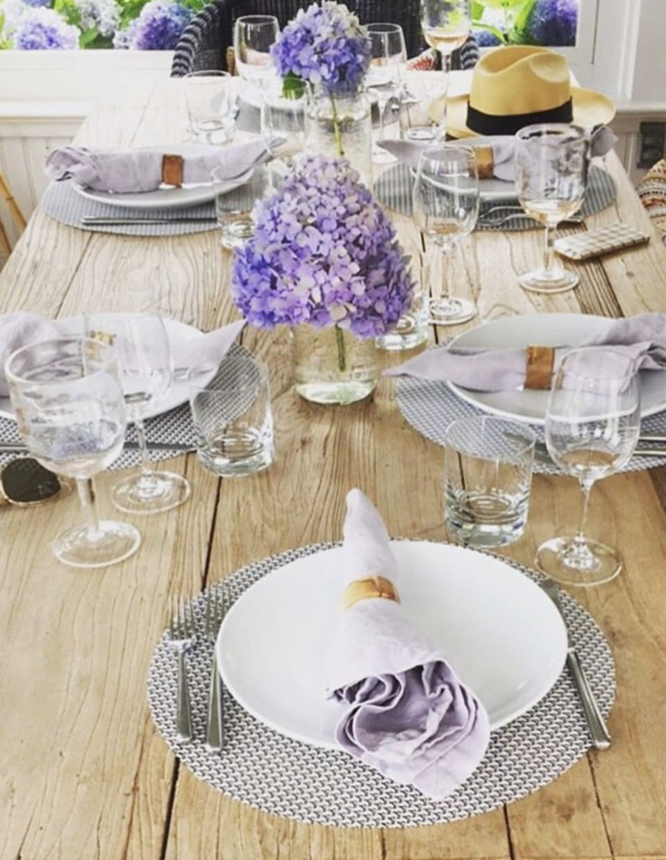 summer dinner party place setting from a hamptons soiree