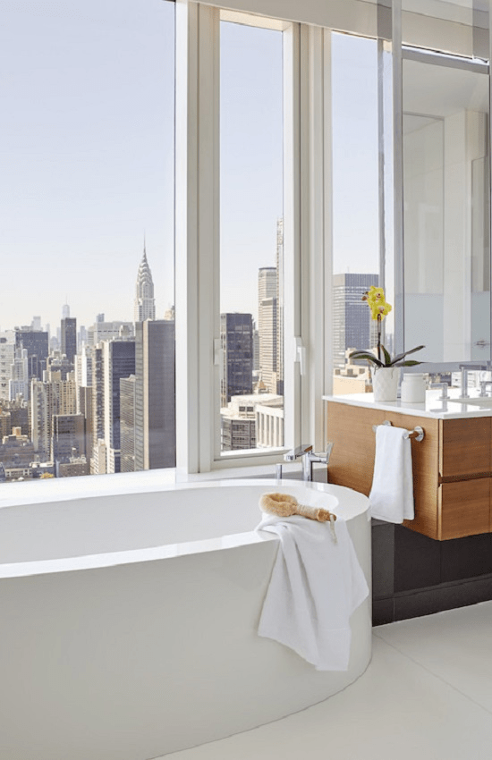 darci-hether-new-york_interior-designer_the-3-apartment-types-in-nyc_what-you-need-to-know_moder-new-build-apartment-bathroom-with-city-views