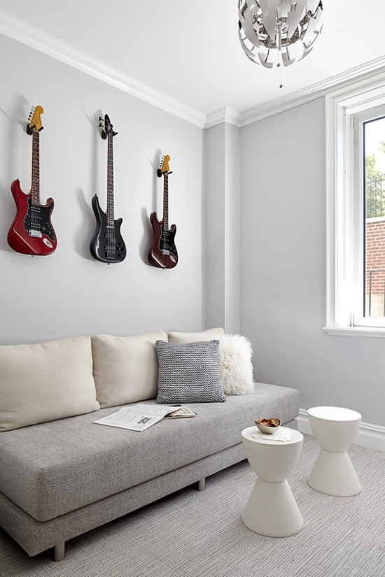 darci-hether-new-york_interior-designer_an-inside-look-what-it-is-really-like-to-work-with-an-interior-designer_modern-sitting-room-with-guitars-on-the-wall