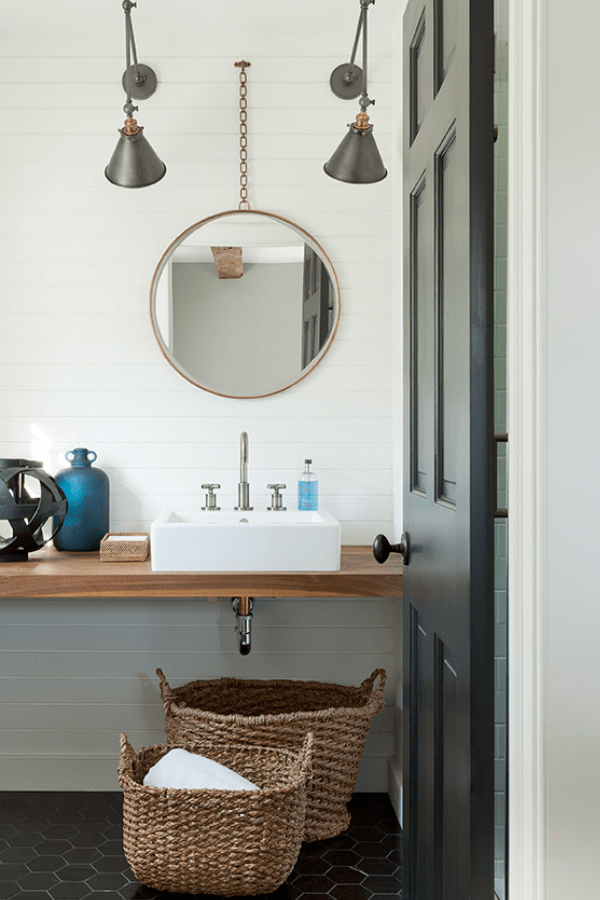darci-hether-new-york_interior-designer_how-to-use-mixed-metals-to-create-a-luxury-look-in-your-bathroom_guest-bath-with-mixed-metals-in-hamptons-home